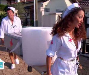 Stéphane Plaza et Emmanuelle Rivassoux (Maison à vendre) arrivent déguisés en infirmières le 11 janvier 2017