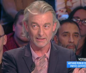 Arthur affiche Gilles Verdez sur Twitter, il le clashe dans TPMP