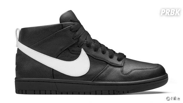 Les sneakers NikeLab Dunk Lux Chukka x RT en noir/blanc.