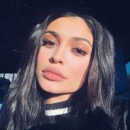 Kylie Jenner topless et sexy sur Instagram, elle joue la provoc en fumant un joint