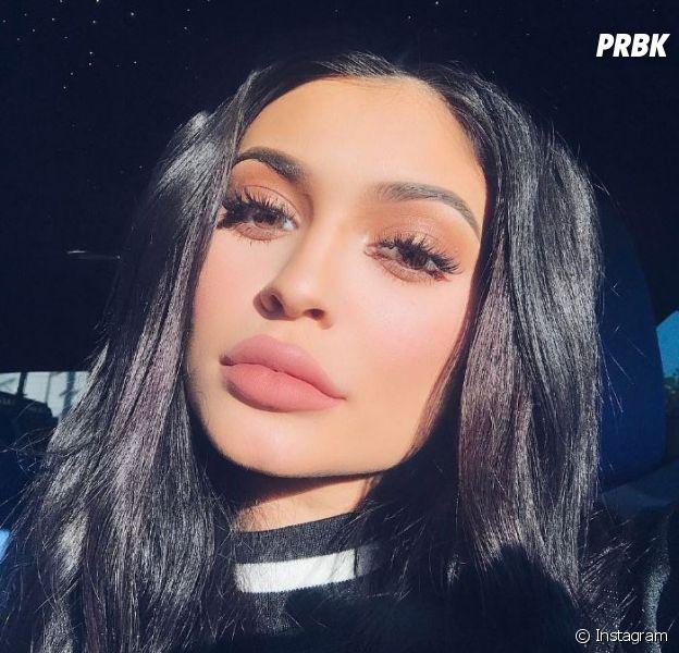 Kylie Jenner sexy : elle s'affiche topless et en train de fumer, les photos choc !