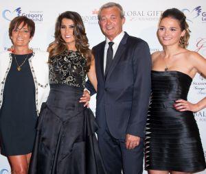 Grégory Lemarchal : sa soeur Leslie Lemarchal entourée de leurs parents Pierre et Laurence et de Karine Ferri.