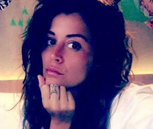 Anaïs Camizuli se fait enlever des tatouages en direct sur Snapchat.