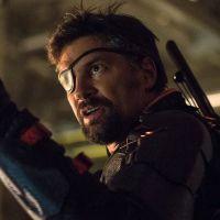Arrow saison 5 : Manu Bennett (Deathstroke) dément violemment son retour