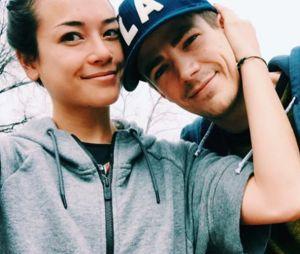 Grant Gustin (The Flash) a demandé sa petite amie en fiançailles