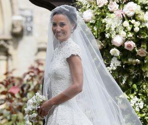 Pippa Middleton dans sa robe de mariée signée Giles Deacon