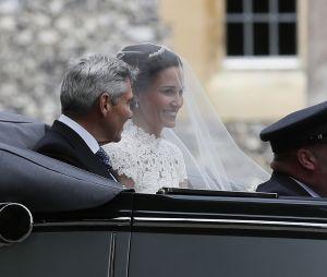 Pippa Middleton en compagnie de son père Michael avant la cérémonie
