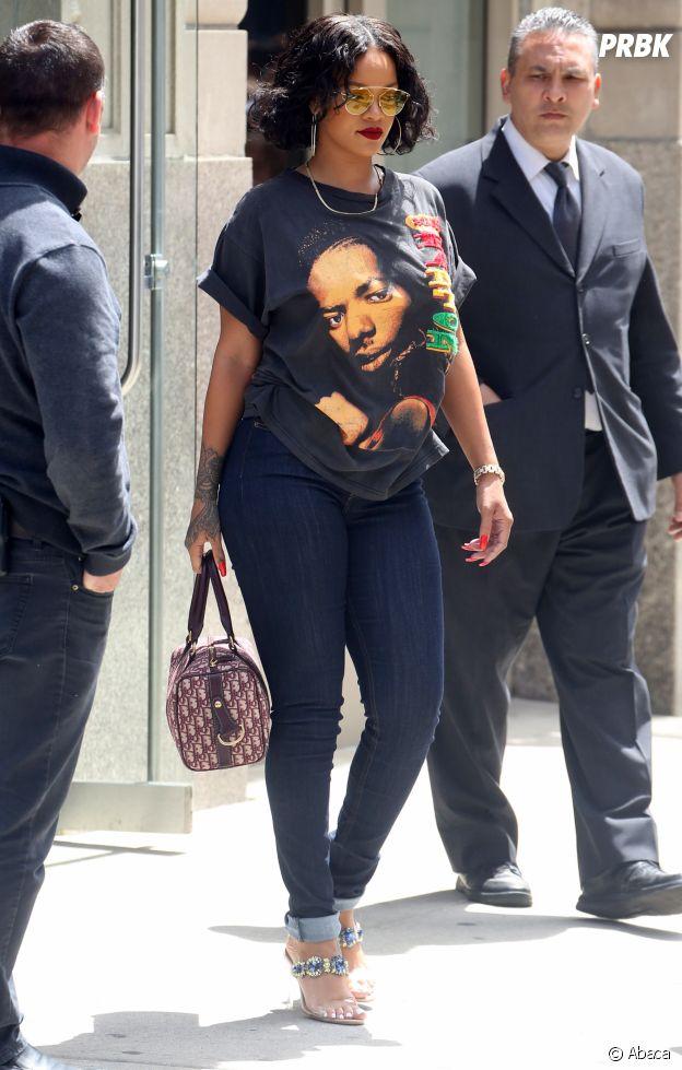 """Rihanna victime de body-shaming depuis des semaines : des haters la traitent de """"grosse"""", des internautes prennent sa défense !"""