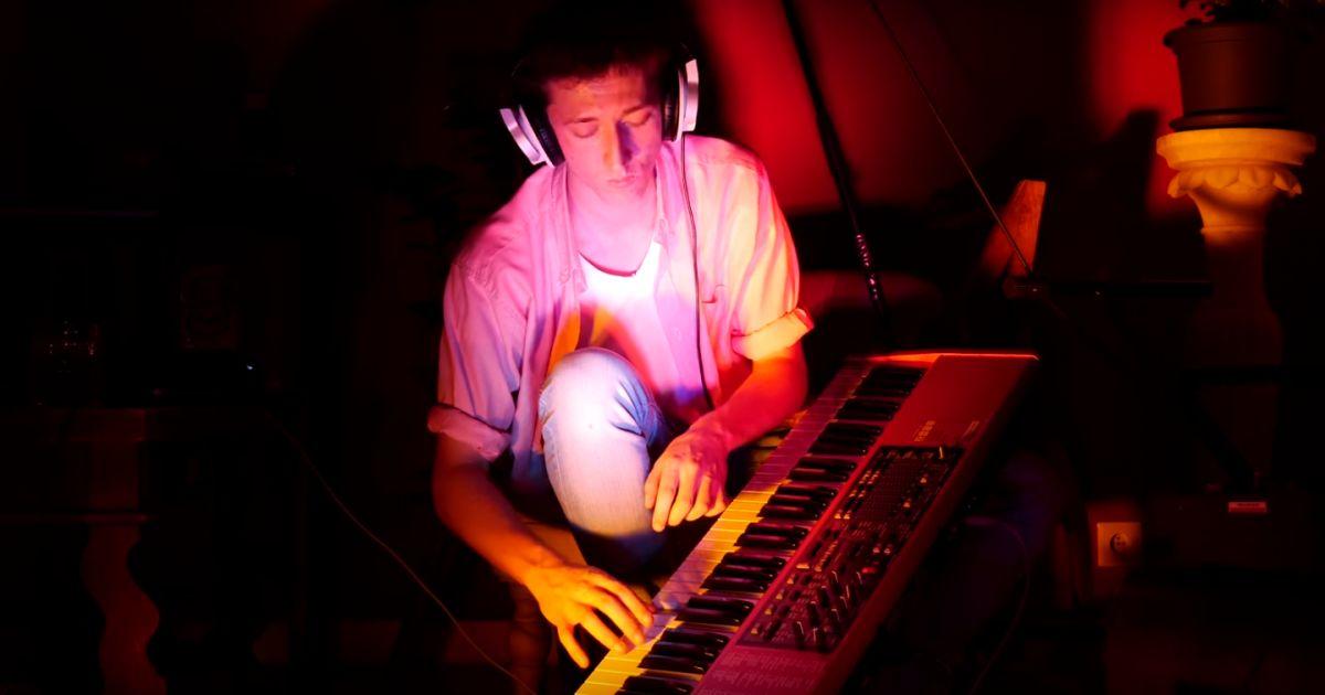 m pokora clash en musique par un youtubeur t 39 es le robin des bois rat de la musique. Black Bedroom Furniture Sets. Home Design Ideas