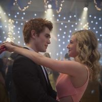 Riverdale saison 2 : Archie et Betty bientôt en couple ? La réponse cash de Lili Reinhart