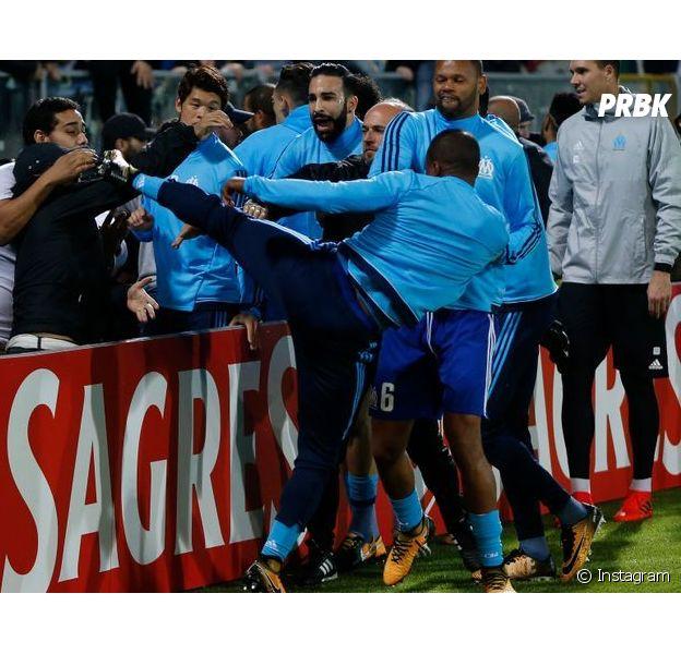 Patrice Evra critiqué pour son coup de pied à un fan, Rohff prend sa défense