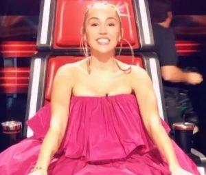 Miley Cyrus moquée sur Twitter à cause de sa tenue, les internautes clashent sa robe rose !