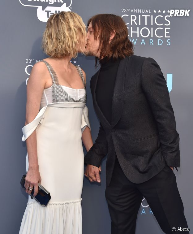 Norman Reedus et Diane Kruger s'embrassent devant les photographes aux Critics Choice Awards 2018 le 11 janvier