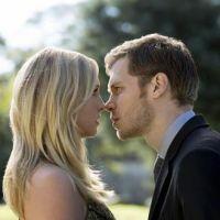 The Originals saison 5 : Klaus et Caroline bientôt réunis et ça sera toujours aussi électrique ! ❤️️