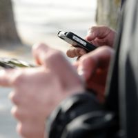 Les téléphones portables interdits au collège, c'est pour bientôt 📵