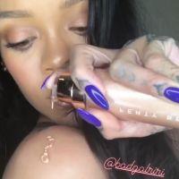 Rihanna tease un nouveau produit maquillage de Fenty Beauty : voici Body Lava