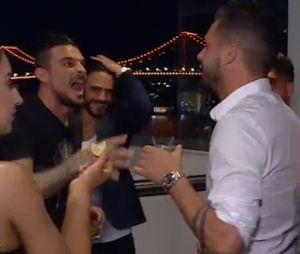 Les Marseillais Australia : Kevin et Paga embrassent des inconnues !