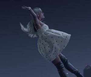 """Clip """"No Tears Left To Cry"""" : Ariana Grande défie la gravité pour les victimes de Manchester"""