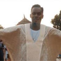 """Clip """"Mama"""" : Black M rend hommage à sa mère et nous fait voyager en Afrique"""