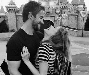 Robert Buckley et Jenny Wade se sont mariés en secret