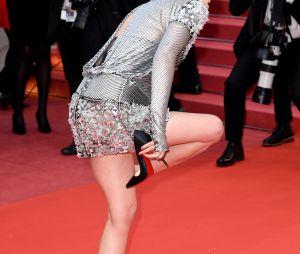 Kristen Stewart enlève ses chaussures à la projection de BlacKkKlansman à Cannes le 14 mai 2018