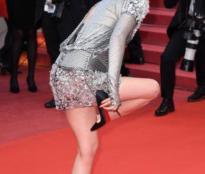 Kristen Stewart enlève ses talons à la projection de BlacKkKlansman à Cannes le 14 mai 2018