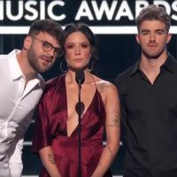 Billboard Music Awards 2018 : The Chainsmokers et Diplo rendent un hommage touchant à Avicii