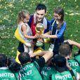 Hugo Lloris et ses filles fêtent la victoire des Bleus lors de la Coupe du Monde 2018 le 15 juillet à Moscou