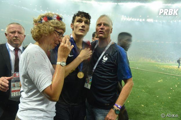 Benjamin Pavard et ses parents fêtent la victoire des Bleus lors de la Coupe du Monde 2018 le 15 juillet à Moscou