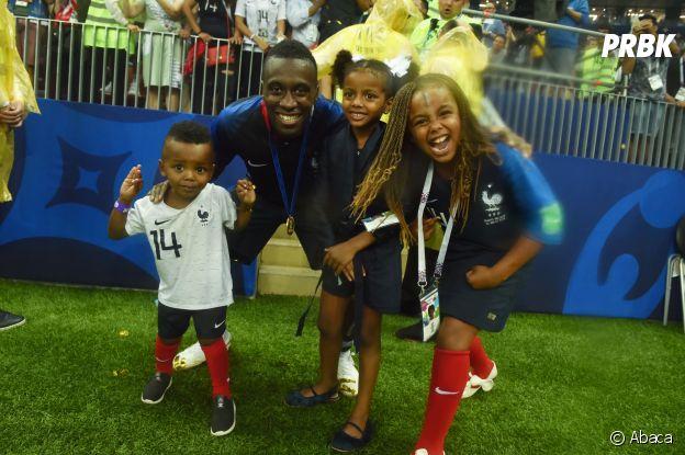 Blaise Matuidi et ses enfants fêtent la victoire des Bleus lors de la Coupe du Monde 2018 le 15 juillet à Moscou