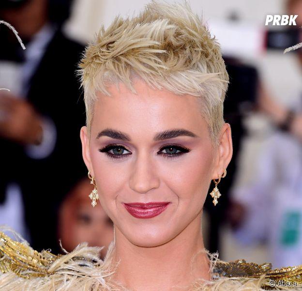 """Katy Perry parle de sa dépression : les critiques sur son album Witness lui ont """"brisé le coeur"""" !"""