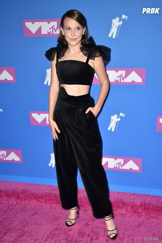 Millie Bobby Brown sur le red carpet des MTV VMA 2018.