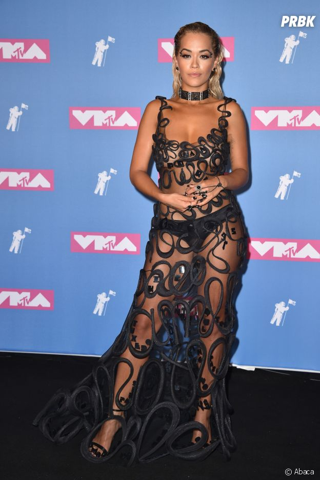 Rita Ora sur le red carpet des MTV VMA 2018.