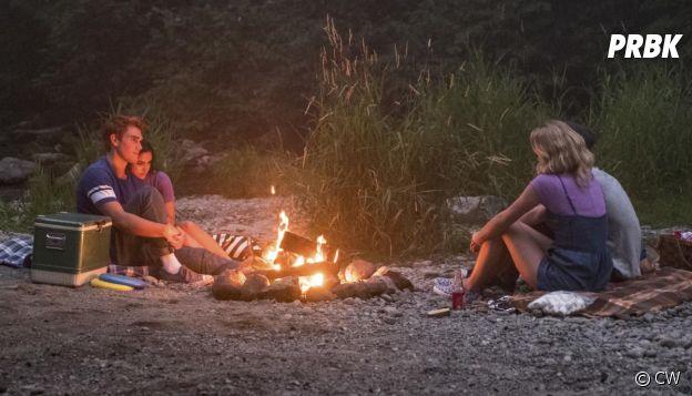Riverdale saison 3, épisode 1 : Archie, Veronica, Jughead et Betty sur une photo