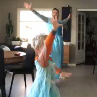 La Reine des Neiges : un père et son fils dansent déguisés en Elsa... et font des millions de vues