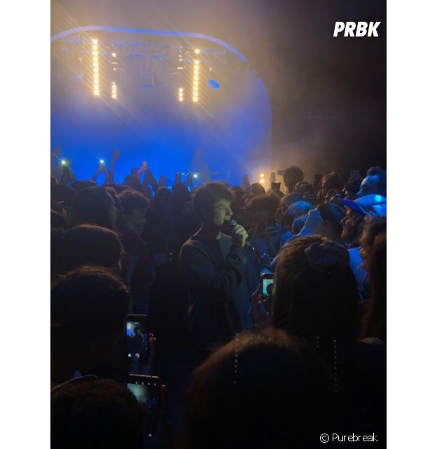 Alec Benjamin au milieu de ses fans à Les Etoiles à Paris