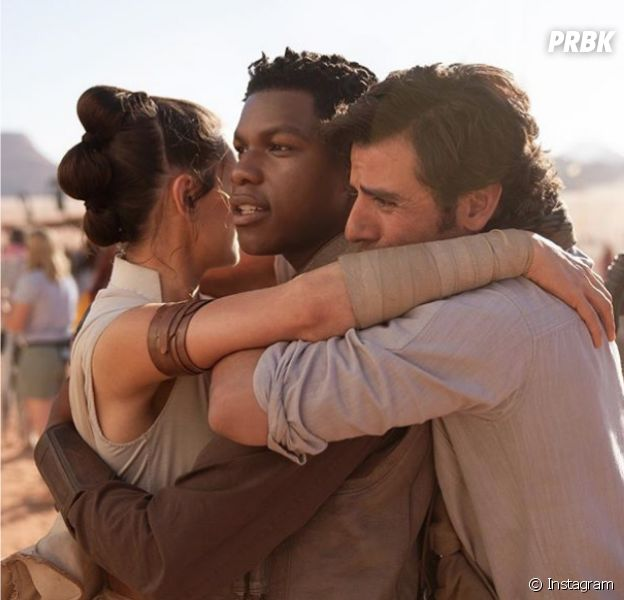 Star Wars 9 : Daisy Ridley, John Boyega et Oscar Issac sur une photo de la fin du tournage