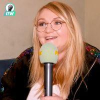 """Lola Dubini sur scène : """"ce spectacle, c'est une façon de sortir de mes complexes"""" (Interview)"""