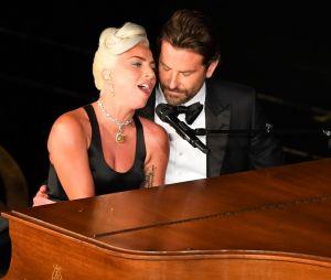 Lady Gaga et Bradley Cooper très proches aux Oscars : leur prestation a semé le doute sur leur relation.