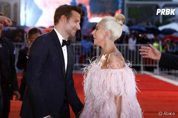 Lady Gaga et Bradley Cooper très proches : même avant le buzz des Oscars, ils n'ont pas caché leur évidente complicité.