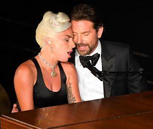 Lady Gaga et Bradley Cooper in love aux Oscars ? La chanteuse réagit aux rumeurs de couple.