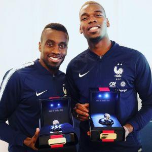 C'est fait ! Paul Pogba et Antoine Griezmann ont offert une bague de Champions aux Bleus