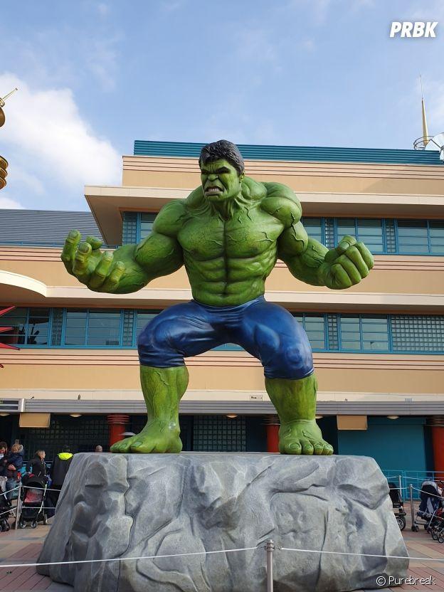Disneyland Paris : la statue géante de Hulk