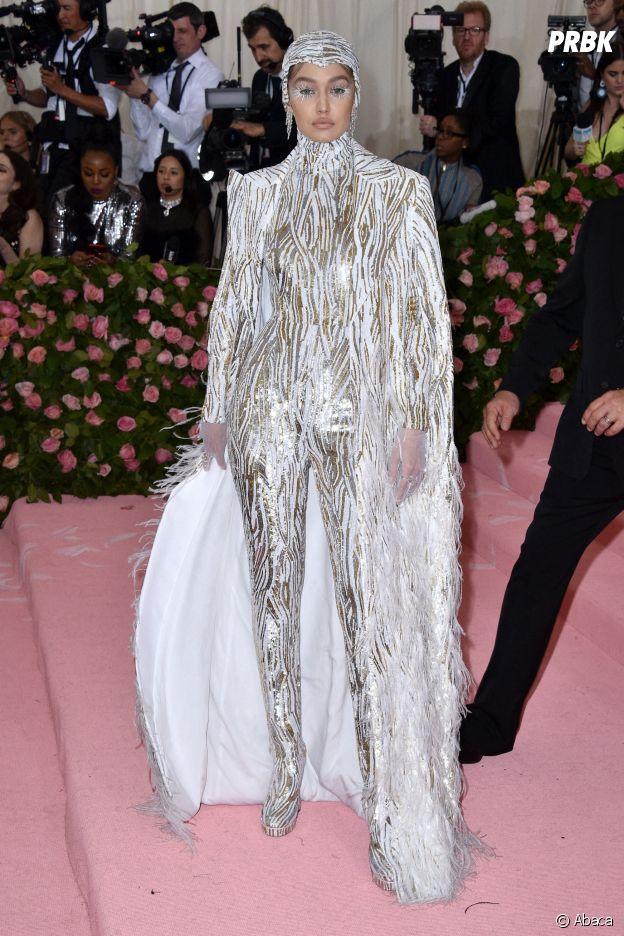 Gigi Hadid sur le red carpet du Met Gala 2019