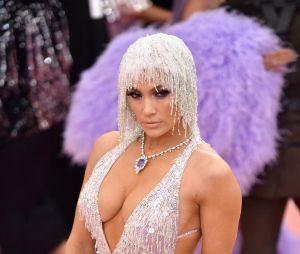 Jennifer Lopez sur le red carpet du Met Gala 2019