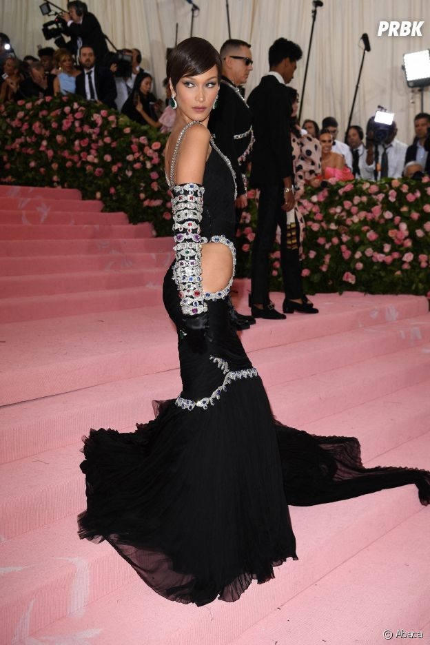 Bella Hadid sur le red carpet du Met Gala 2019