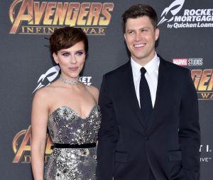 Scarlett Johansson et Colin Jost en amoureux sur un red carpet