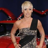 Pink ... Ecoutez son nouveau tube, Raise your Glass