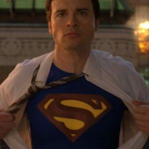 Arrow : Tom Welling reprend son rôle de Superman (Smallville) pour le gigantesque crossover