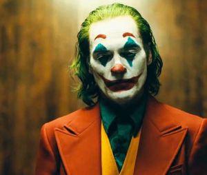 Joaquin Phoenix est le Joker.